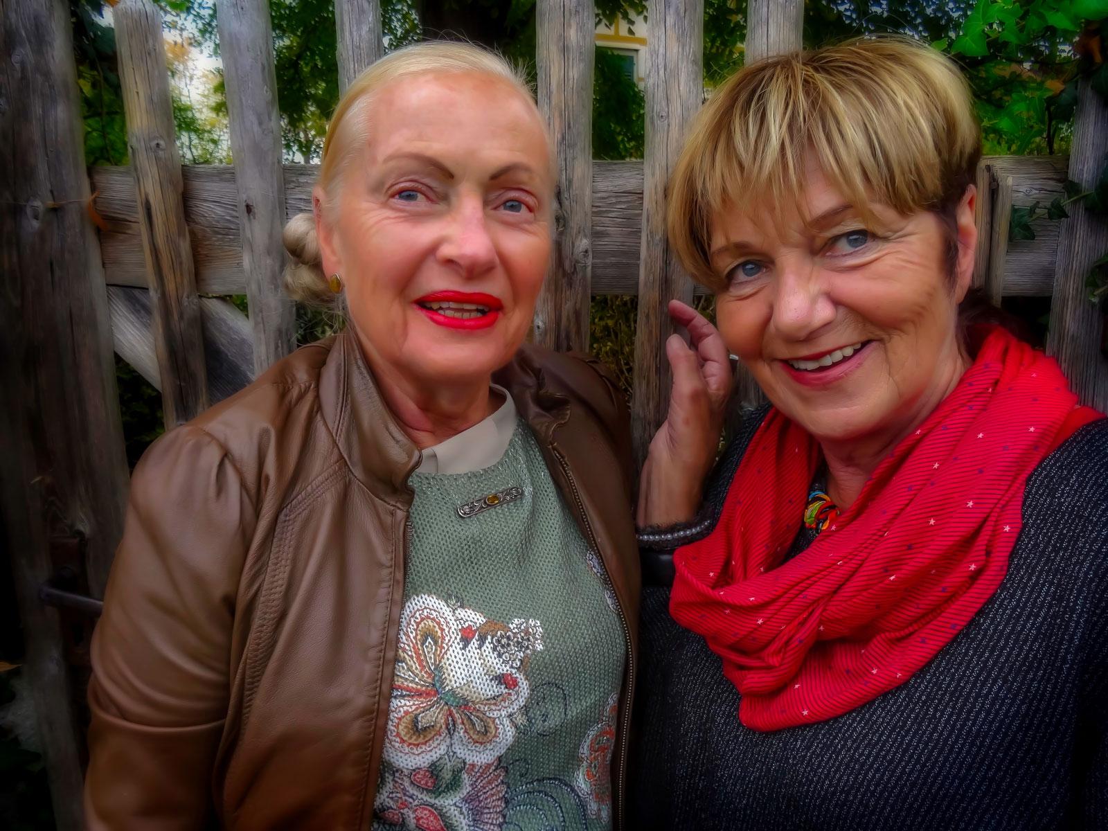 Portrait von Frau Engel und Frau Koch