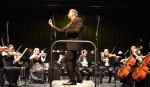 Orchester mit Dirigent