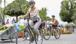 Frau auf dem Fahrrad