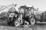 Familie Meichle am Traktor